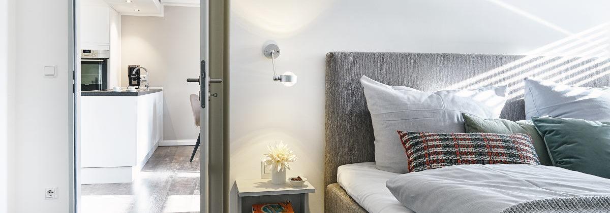 gute Fotos fördern den Verakuf einer Wohnung, hier Blick vom Schlafzimmer in die Küche Blick in die